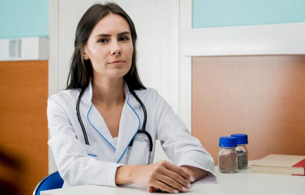 Девушка мужской врач фото